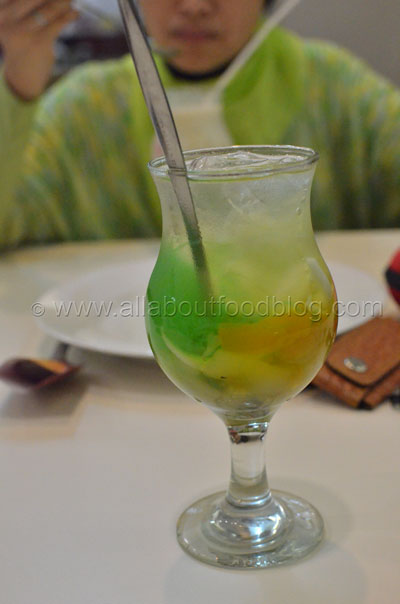Es Siwalan Special – Sweet young coconut drink 35k